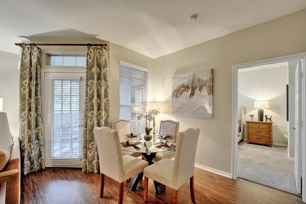 dining room at Creekstone Apartments