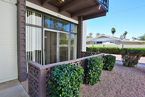 exterior at Paradise Palms Apartments