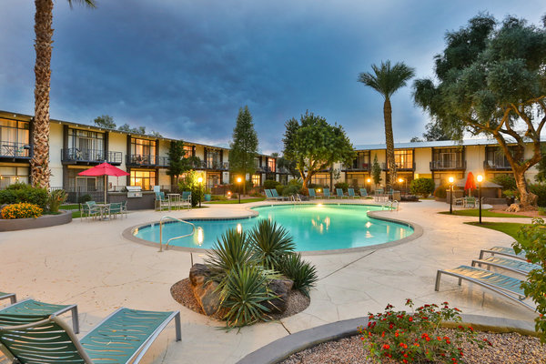 pool at Paradise Palms Apartments