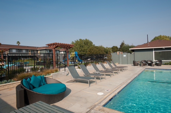pool at Woodside Park Apartments