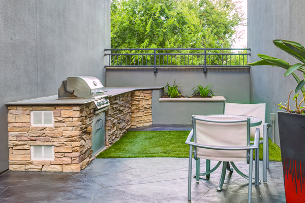 grill area at The Westheimer Apartments