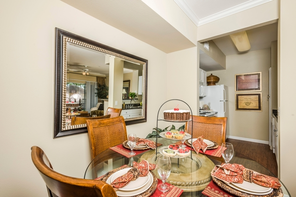 dining room at Broadwater Apartments