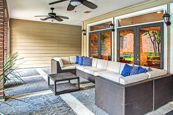 patio at Plaza at Westchase Apartments