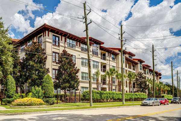 exterior at The Circle at Hermann Park - Amalfi Apartments