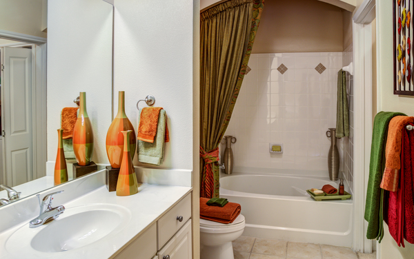 bathroom at The Circle at Hermann Park Apartments