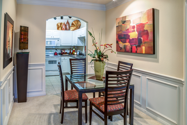 dining room at The Circle at Hermann Park - Amalfi Apartments