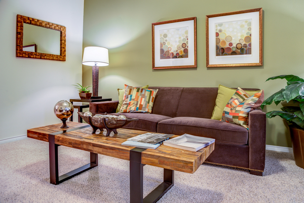 living room at The Circle at Hermann Park - Amalfi Apartments