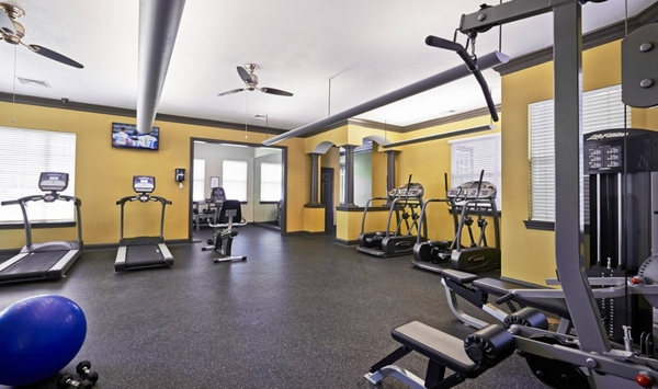 fitness center at Encore at the Park Apartments