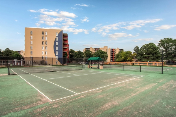 sport court at Lex at Lowry Apartments