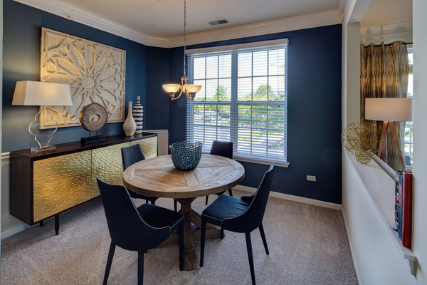 dining room at Ascend St. Charles Apartments