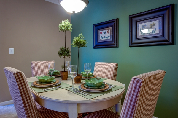 dining room at Lauren Ridge Apartments