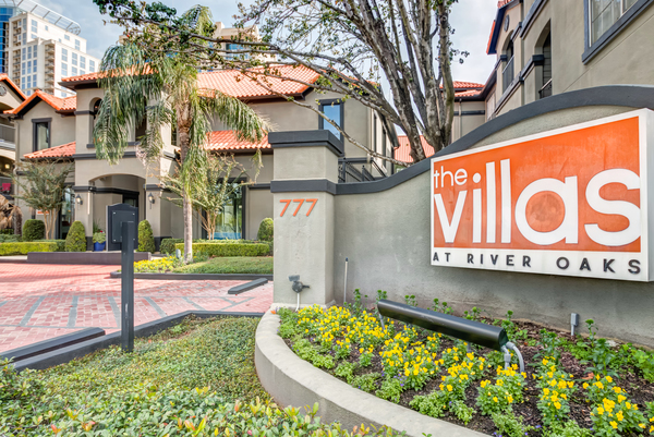 exterior at Villas at River Oaks Apartments