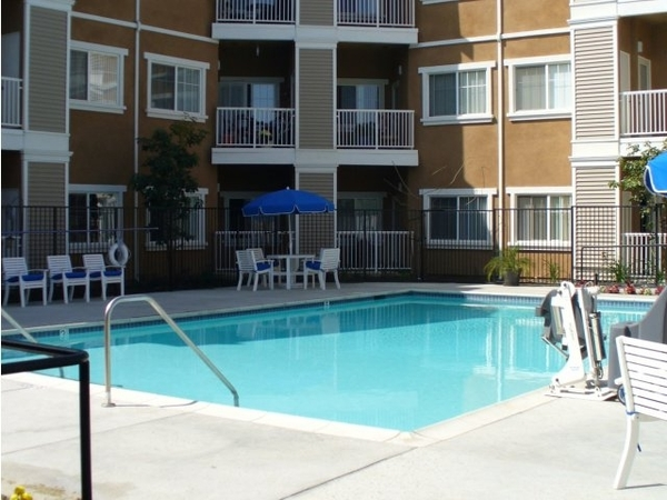 pool at Raincross Senior Village Apartments