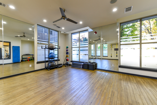 fitness center at Seventeen West Apartments