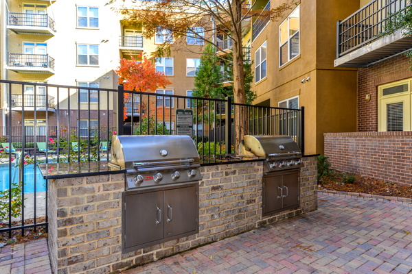 grill area at Seventeen West Apartments