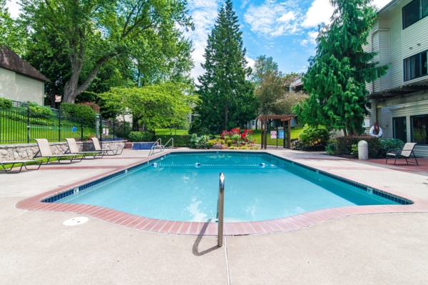 pool at Garden Park Apartments