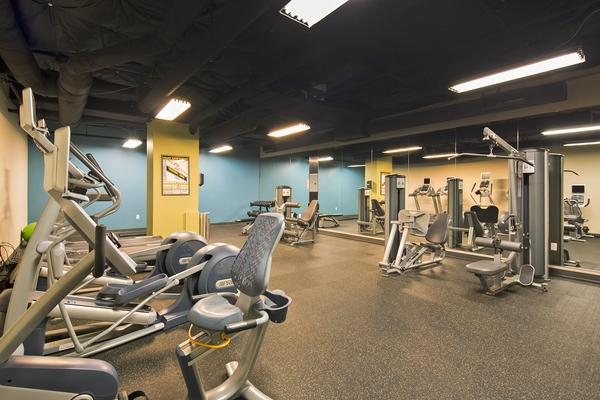 fitness center at VUE25 Apartments