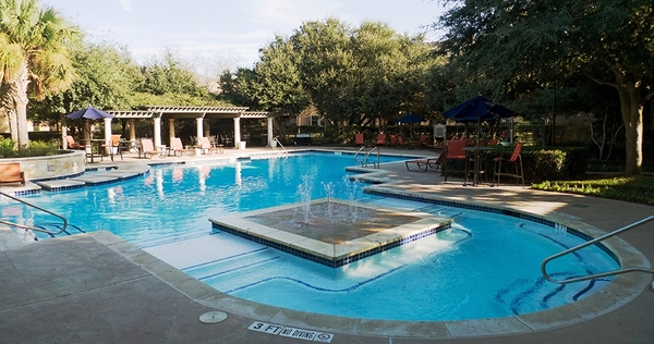 pool at Toscana Apartments