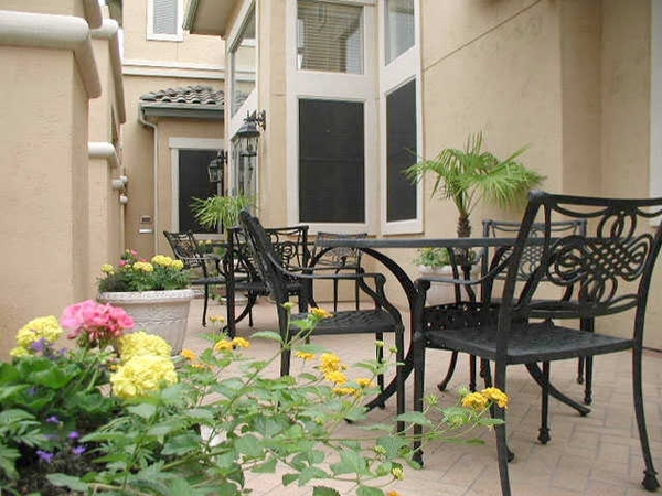 courtyard at Toscana Apartments