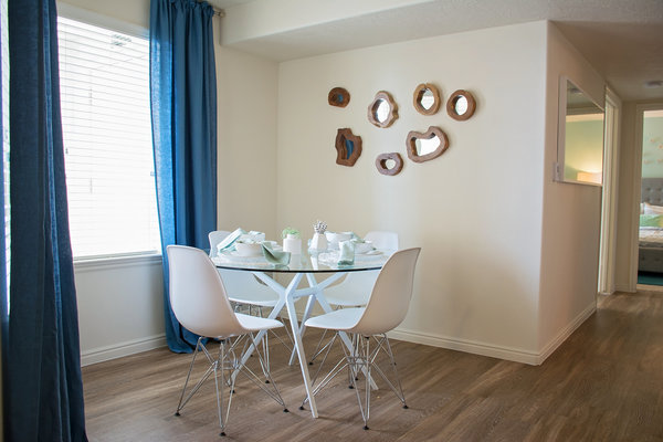 dining room at Copperwood Apartments