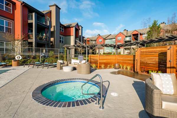 hot tub at Avana One Six Four Apartments
