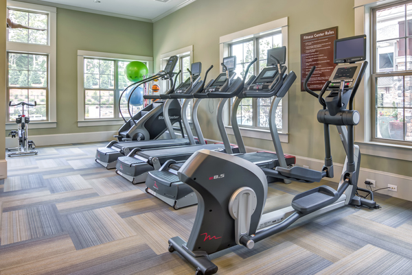 fitness center at Overlook at Huntcrest Apartments