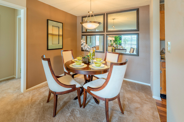 dining room at Terraces at Fieldstone Apartments