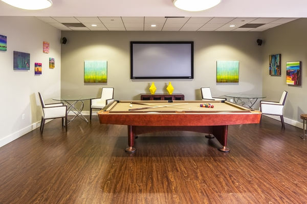 game room at Cascade at Landmark Apartments