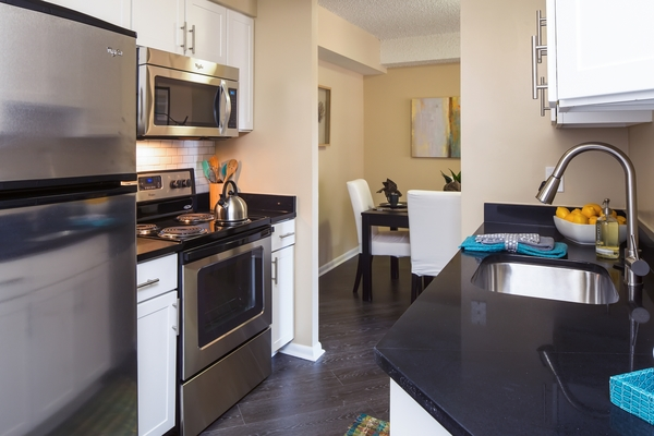 kitchen at Cascade at Landmark Apartments