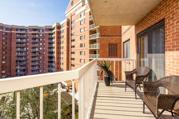 patio/balcony at Cascade at Landmark Apartments