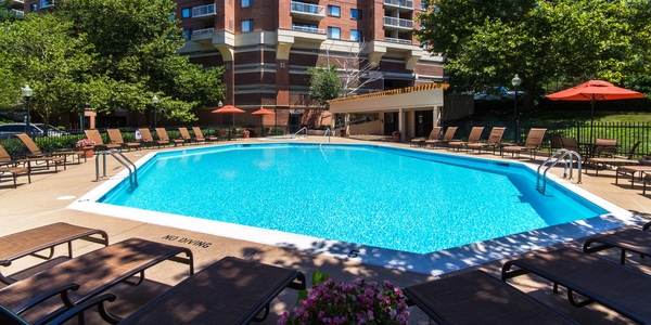 pool at Cascade at Landmark Apartments