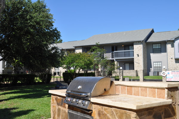 grill area at Keystone Apartments