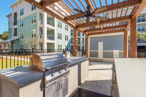 grill area at Atlantic on the Avenue Apartments