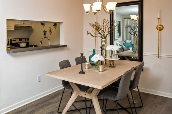 dining room at Rosehill Preserve Apartments