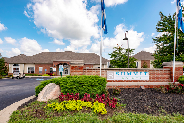 exterior at Summit Pointe Apartments