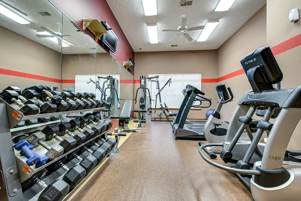 fitness center at Summit Pointe Apartments