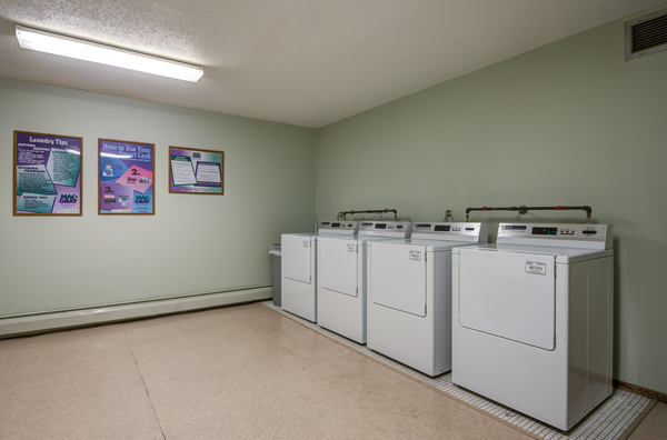 laundry facility at Glen at Burnsville Apartments