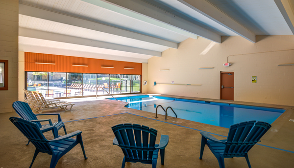 indoor pool at Glen at Burnsville Apartments