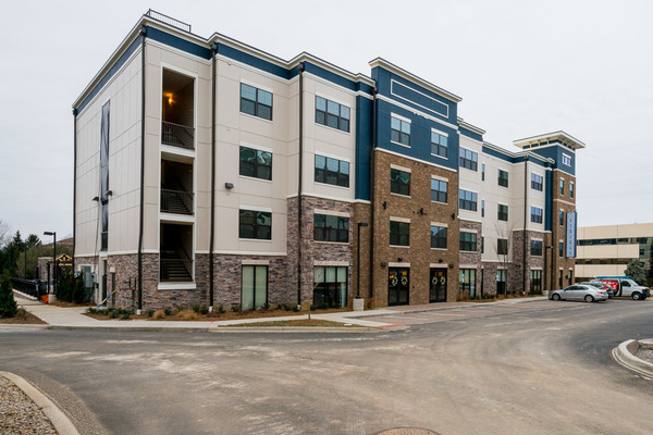 exterior at Vinings of Hurstbourne Apartments