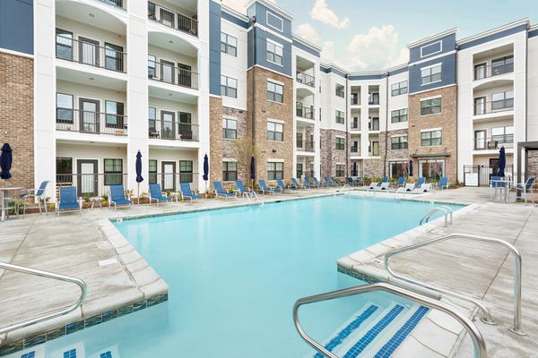 pool at Vinings of Hurstbourne Apartments