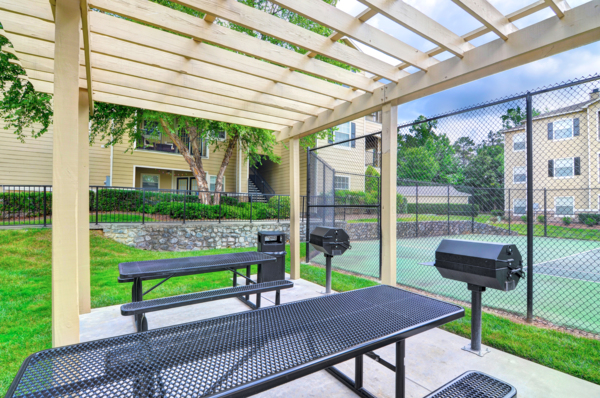grill area at Berkeley Place Apartments
