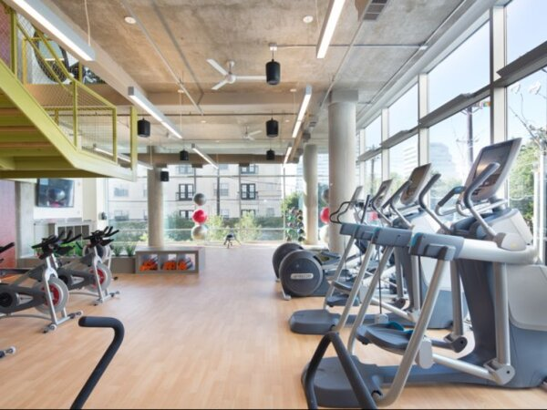 fitness center at Gallery at Turtle Creek Apartments