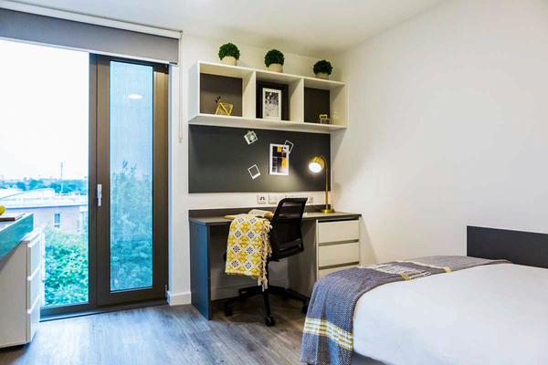 bedroom at Chapter White City