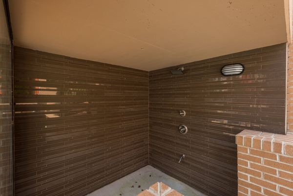 outside shower at Novus Odenton Apartments