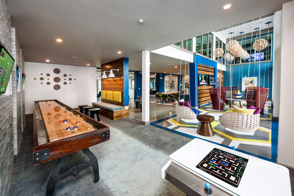 game room at Glenwood at Grant Park Apartments
