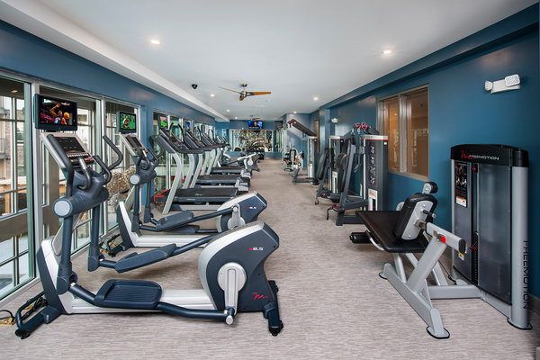 fitness center at Glenwood at Grant Park Apartments