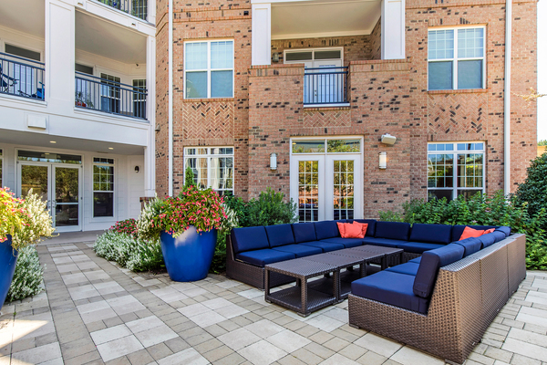 patio/balcony at Whitehall Parc Apartment Homes
