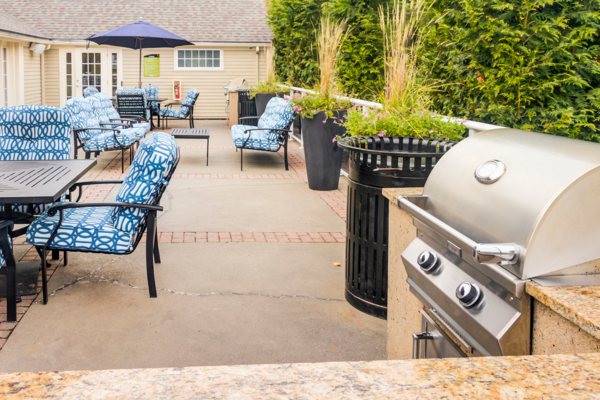grill area at Jefferson Hills Apartments, A Greystar Community
