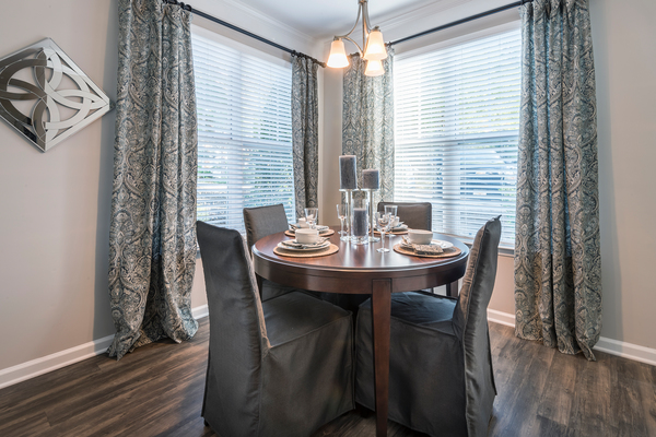 dining room at Wakefield Glen Apartments