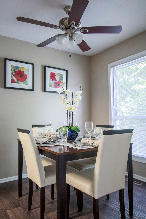 dining room at Summit at Keystone Apartments